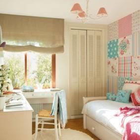Римская штора на окне детской спальни