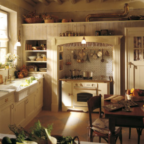 Каминная вытяжка на кухне в стиле кантри