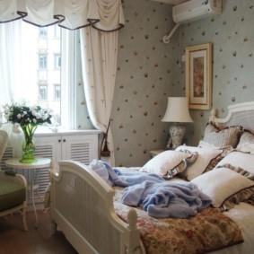 Натуральный текстиль на окне спальни