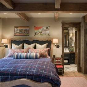 Широкая кровать из массива дерева