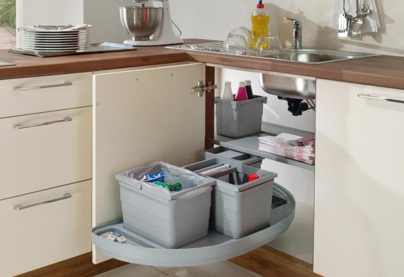 Полочка-карусель в угловой секции кухонного гарнитура