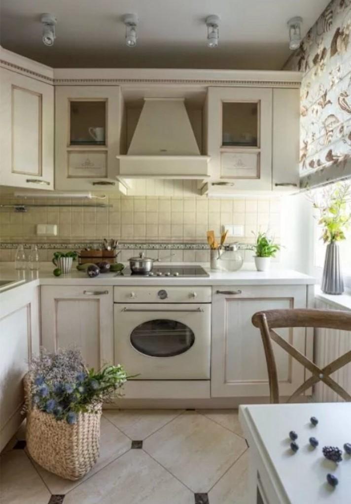 Керамический пол в маленькой кухне деревенского стиля