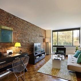 кирпичная стена в гостиной фото интерьер