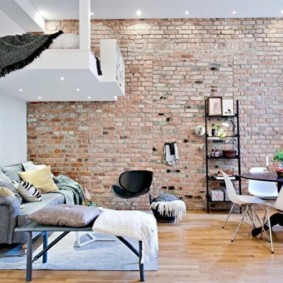 кирпичная стена в гостиной виды идеи