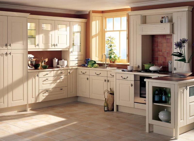 Керамическая плитка на полу кухни в сельском доме