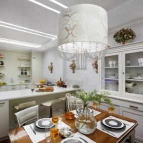 дизайн кухни с вентиляционным коробом классика