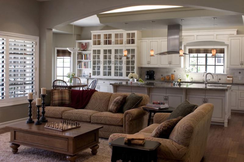 Коричневые диваны в кухне-гостиной 40 кв метров