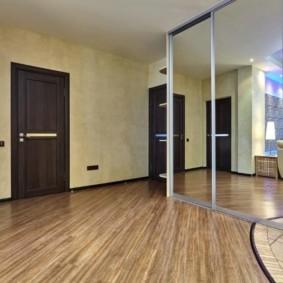 коридор с линолеумом декор