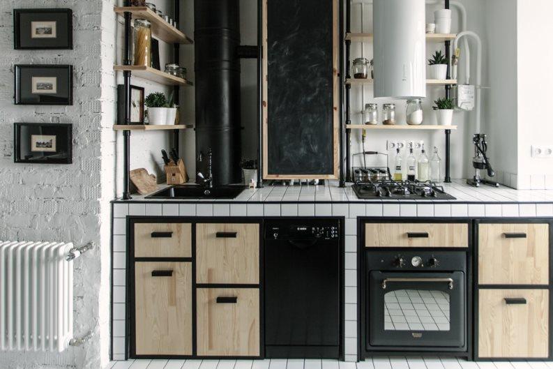 Линейная кухня в стиле лофт с газовым котлом