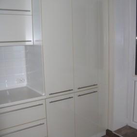 Двустворчатый шкаф с газовой колонкой