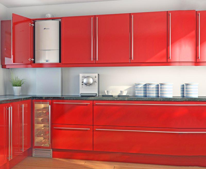 Красные фасады гарнитура в стиле хай-тек