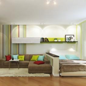 однокомнатная квартира с кроватью и диваном
