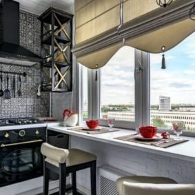 Дизайн кухни с римскими шторами