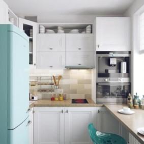 Бирюзовый холодильник в стиле ретро