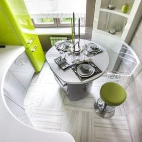 Радиусная мебель в кухне небольшой площади