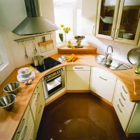 Мебель в кухне нестандартной формы