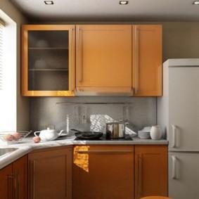 Место для холодильника в углу кухни