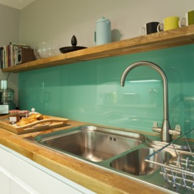 кухня без верхних шкафов фото интерьер