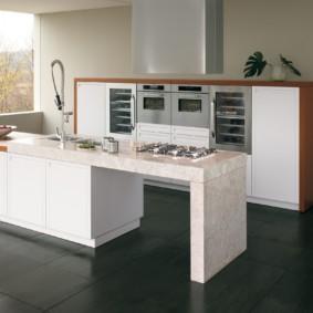 кухня без верхних шкафов интерьер фото
