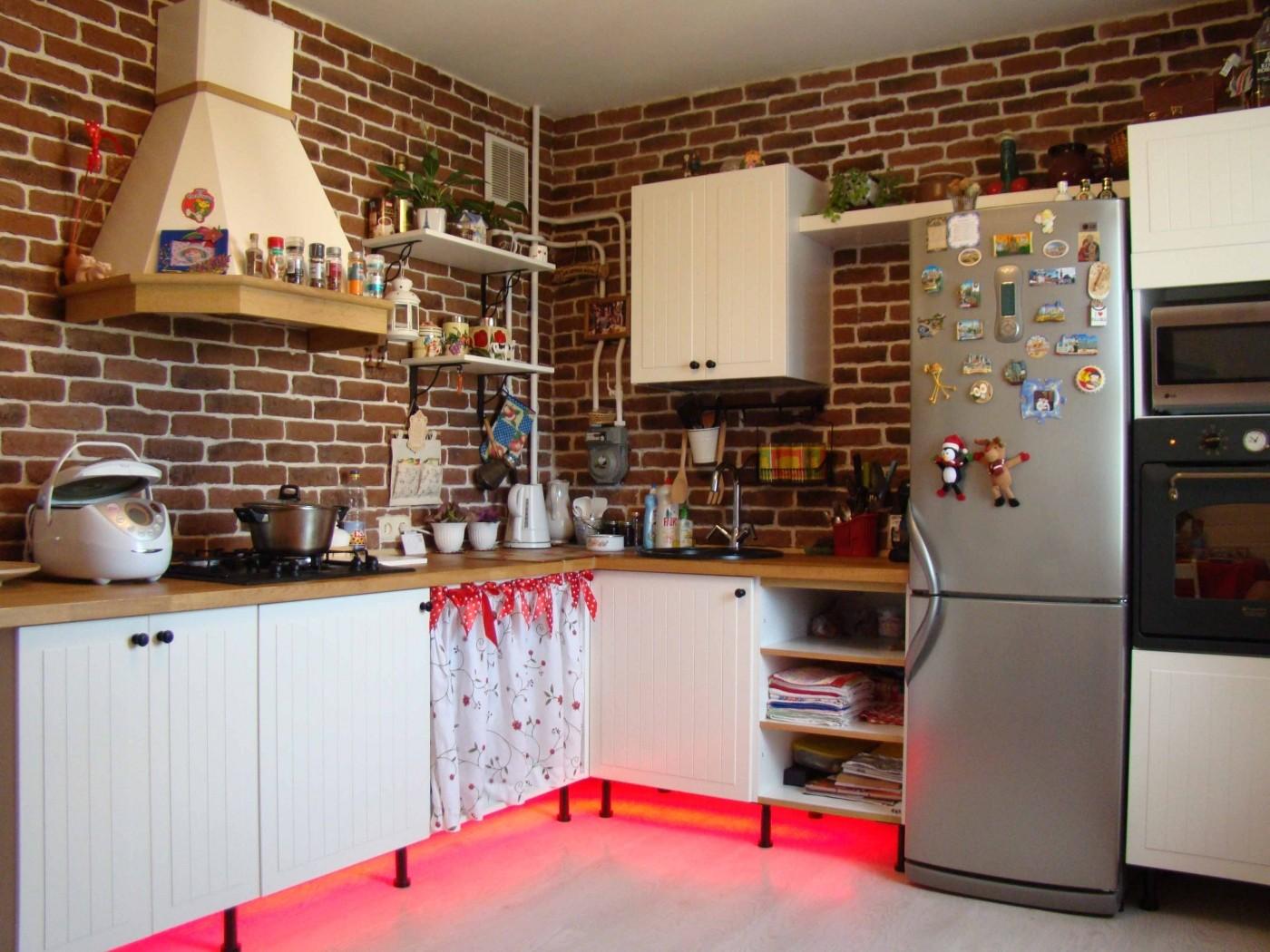 кухня без верхних шкафов лофт