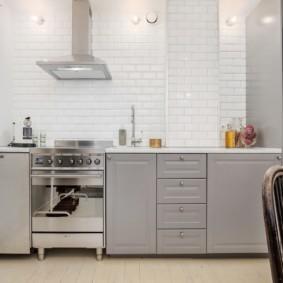 кухня без верхних шкафов серый гарнитур
