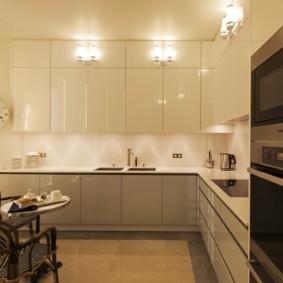 кухня до потолка фото интерьера