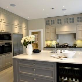 кухня до потолка интерьер фото