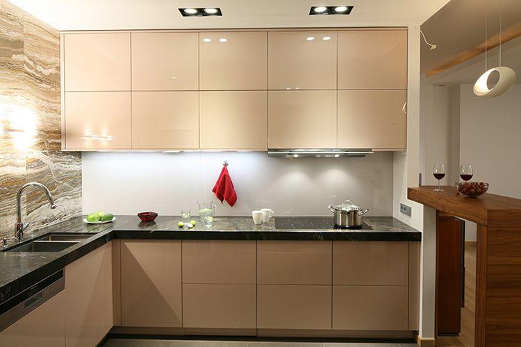 кухня до потолка использование в интерьере