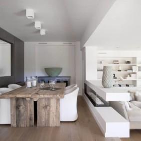 Ровный потолок белого цвета
