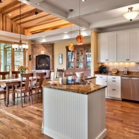 Деревянный пол кухни-гостиной в частном доме