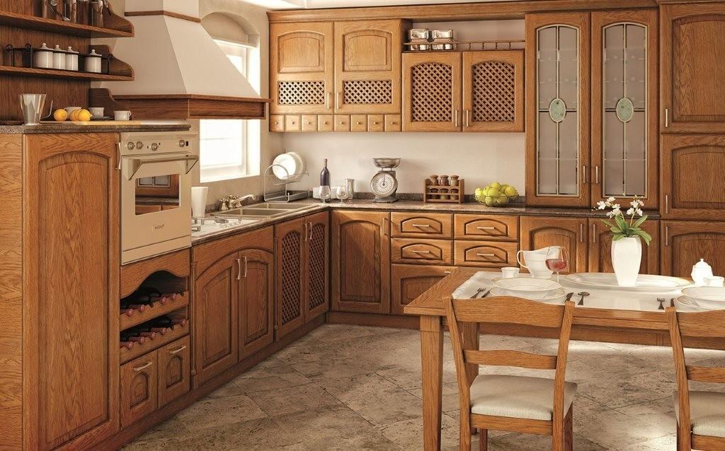 Деревянная кухня в стиле классика
