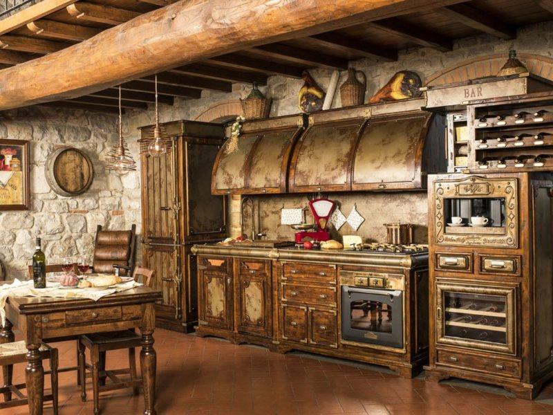 Линейный гарнитур с элементами ковки для кухни под старину
