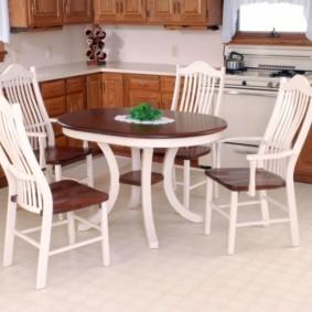 кухня с круглым столом интерьер фото