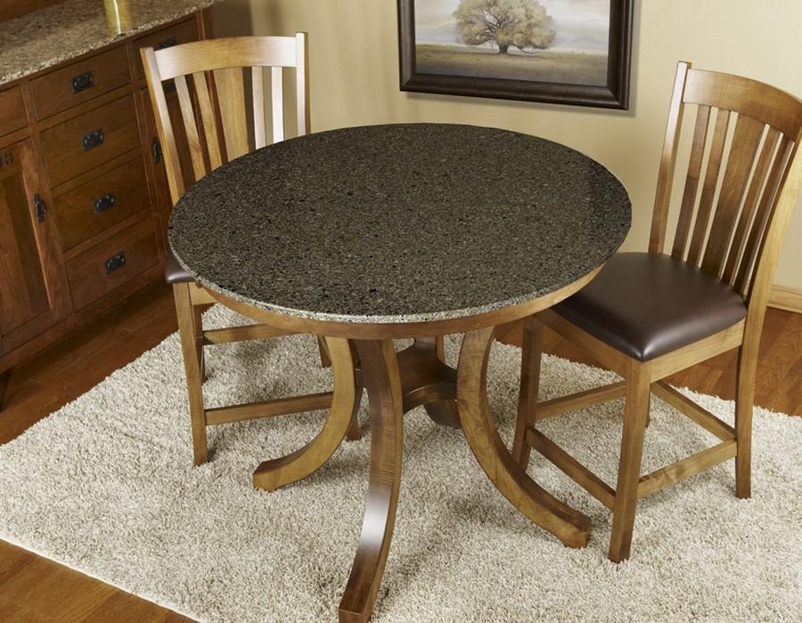 кухня с круглым столом из камня