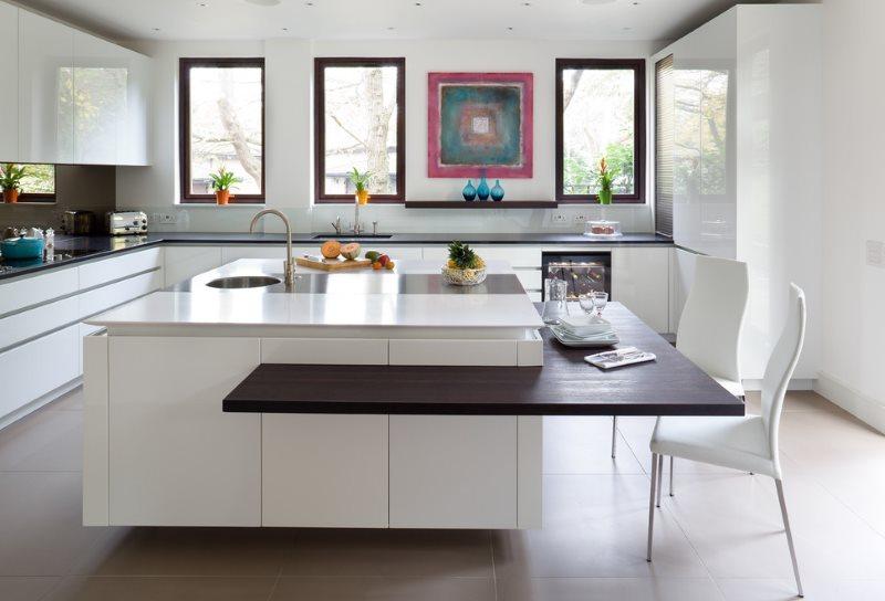 Островная кухня-столовая в стиле модерн