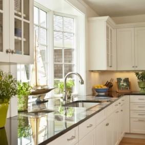 кухня с эркером варианты фото