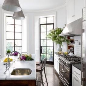 кухня с эркером варианты идеи