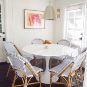 кухня с круглым столом варианты