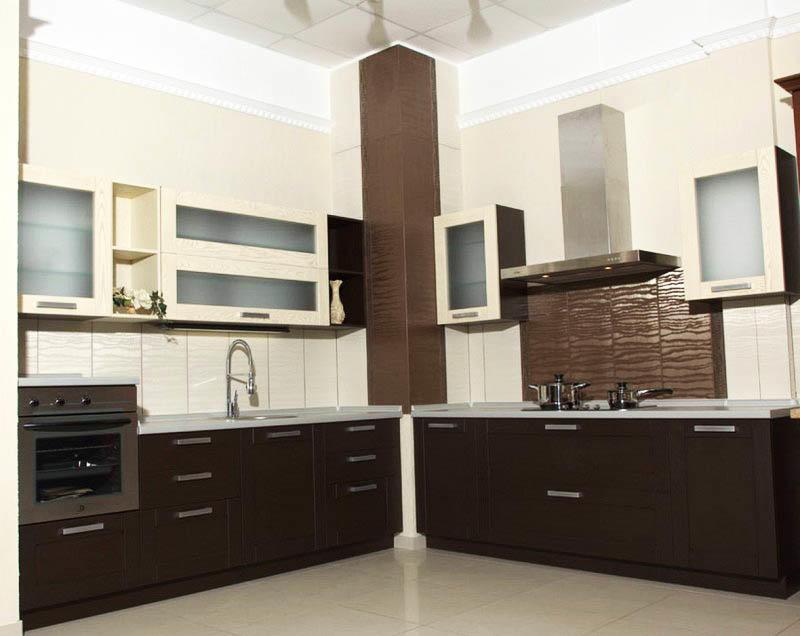 дизайн кухни с вентиляционным коробом фото