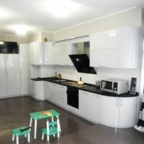 кухня с вентиляционным коробом фото
