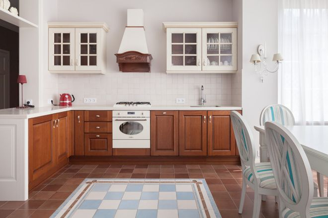дизайн кухни с вентиляционным коробом интерьер