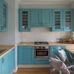 кухня с вентиляционным коробом классика