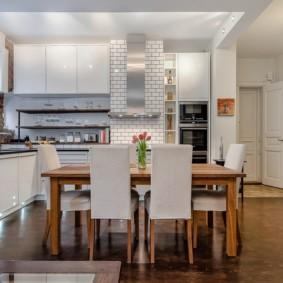 кухня студия в квартире обеденный стол