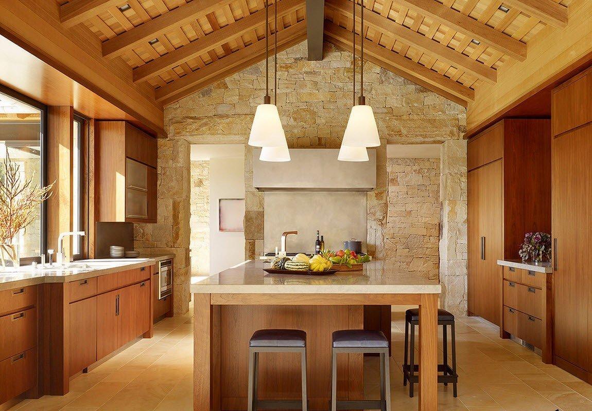 кухня в загородном доме фото интерьер