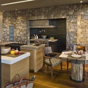 кухня в загородном доме фото интерьера