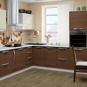 кухонный гарнитур в цвете ваниль и крем-брюле