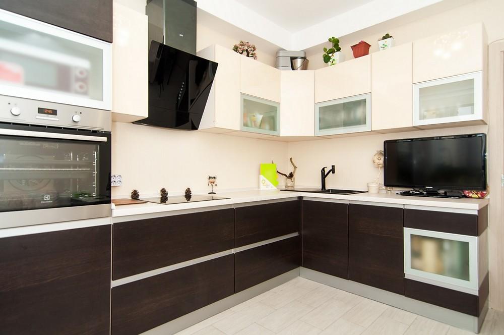 кухонный гарнитур в цвете ваниль и крем-брюле идеи дизайн