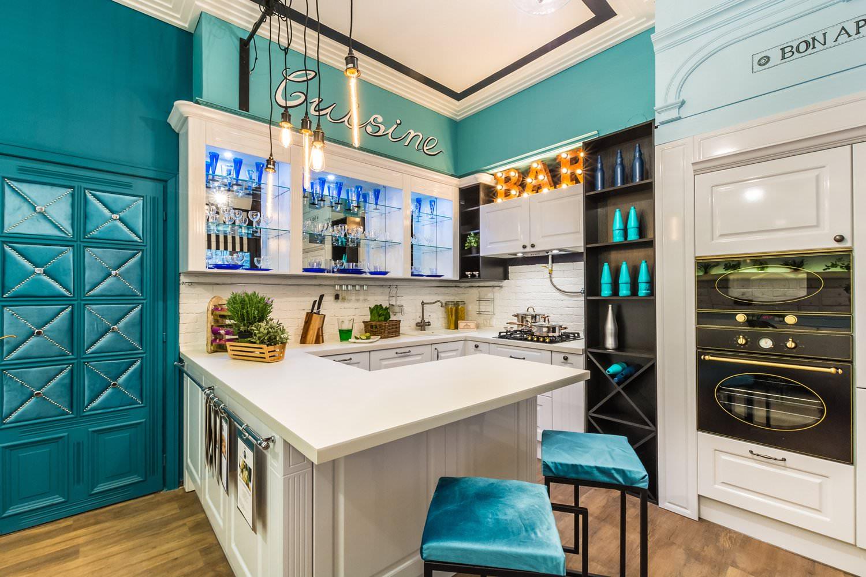 кухонный гарнитур с барной стойкой декор