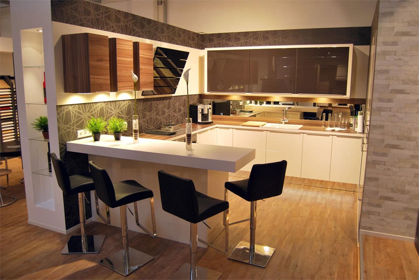 кухонный гарнитур с барной стойкой фото декор