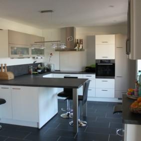 кухонный гарнитур с барной стойкой фото оформления